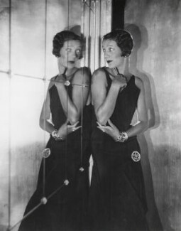 Gertrude Lawrence, by Cecil Beaton, 1930 - NPG x40250 - © Cecil Beaton Studio Archive, Sotheby's London