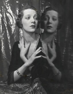 Gertrude Lawrence, by Cecil Beaton, 1930 - NPG x40249 - © Cecil Beaton Studio Archive, Sotheby's London