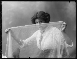 Renée Kelly, by Bassano Ltd, 2 August 1912 - NPG x101801 - © National Portrait Gallery, London