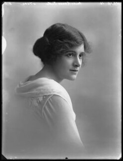 Renée Kelly, by Bassano Ltd, 22 June 1916 - NPG x32403 - © National Portrait Gallery, London