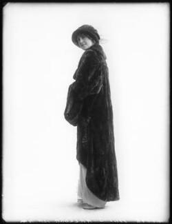Shirley Kellogg (Mrs Albert de Courville), by Bassano Ltd - NPG x101790
