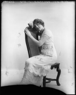 Shirley Kellogg (Mrs Albert de Courville), by Bassano Ltd - NPG x101797