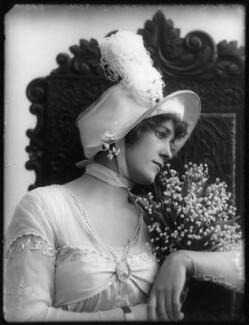 Shirley Kellogg (Mrs Albert de Courville), by Bassano Ltd - NPG x101798