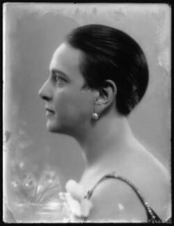 Edna Thomas, by Bassano Ltd - NPG x123744
