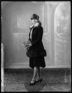 Edna Thomas, by Bassano Ltd - NPG x123748