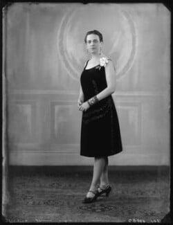 Edna Thomas, by Bassano Ltd - NPG x123749