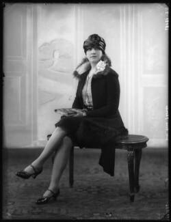 Edna Thomas, by Bassano Ltd - NPG x123794