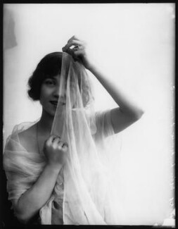 Dorothy Minto, by Bassano Ltd - NPG x102072