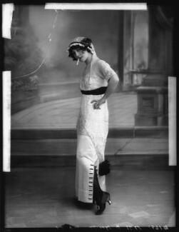 Dorothy Minto, by Bassano Ltd - NPG x102073