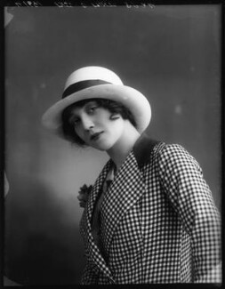 Dorothy Minto as Betty Baker in 'The Grass Widows', by Bassano Ltd - NPG x102076