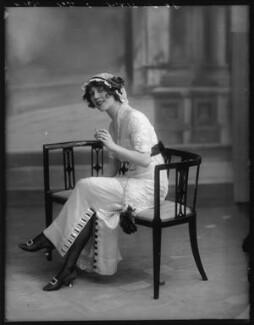 Dorothy Minto, by Bassano Ltd - NPG x102080