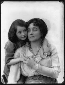 Eva Moore with her daughter Jill Esmond, by Bassano Ltd, 1914 - NPG x102200 - © National Portrait Gallery, London