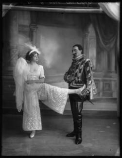 Ida Crispi and Robert Hale (John Robert Hale-Munro) in the Revue 'Everybody's Doing It', by Bassano Ltd - NPG x102801