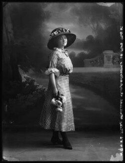 Frances Kapstowne, by Bassano Ltd - NPG x102809