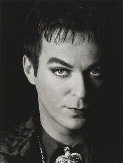 Julian Clary, by Trevor Leighton, 1998 - NPG  - © Trevor Leighton / National Portrait Gallery, London