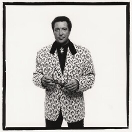 Tom Jones, by Trevor Leighton, 1989 - NPG x33999 - © Trevor Leighton / National Portrait Gallery, London
