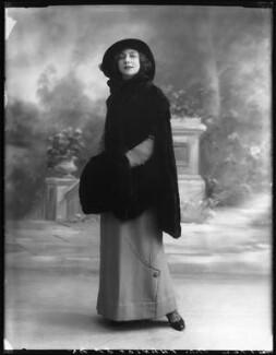 Florence Gladman (Mrs André Charlot), by Bassano Ltd - NPG x103947