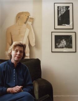 Sue Davies, by Ann McGuinness - NPG x34003