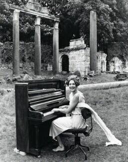 Vanessa Redgrave, by Norman Parkinson, 1968 - NPG x30117 - © Norman Parkinson Archive