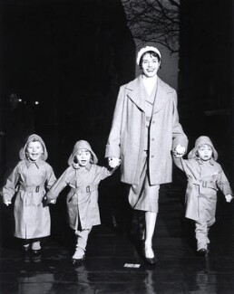 Enid Boulting with her children Fitzroy, Edmund and Rupert, by Norman Parkinson, 1955 - NPG  - © Norman Parkinson Archive