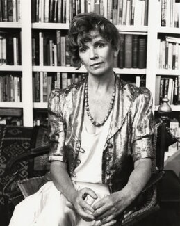 Edna O'Brien, by Mark Gerson, 1988 - NPG x35721 - © Mark Gerson / National Portrait Gallery, London