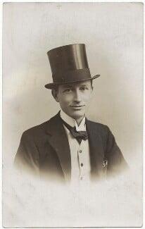 Henry Lamb, by The One Studio, circa 1913 - NPG x144192 - © National Portrait Gallery, London