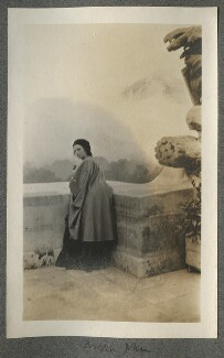 Dorelia McNeill, by Lady Ottoline Morrell, October 1909 - NPG Ax140155 - © National Portrait Gallery, London