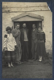 Dora Carrington; Ralph Partridge; Lytton Strachey; Oliver Strachey; Frances Partridge, by Lady Ottoline Morrell, 1923 - NPG Ax141540 - © National Portrait Gallery, London