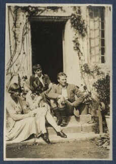 Dora Carrington; Julian Vinogradoff (née Morrell) with her pug Soie; Michael Llewelyn Davies; Ralph Partridge, by Lady Ottoline Morrell, 1920 - NPG Ax140799 - © National Portrait Gallery, London