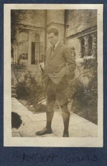 Robert Graves, by Lady Ottoline Morrell, 1920 - NPG Ax140911 - © National Portrait Gallery, London