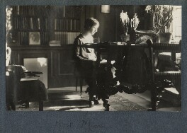 Noël Moon, by Lady Ottoline Morrell - NPG Ax141020