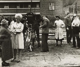 The cast and the crew of 'Sparrows Can't Sing' (including Joan Littlewood), by Ida Kar - NPG x127288