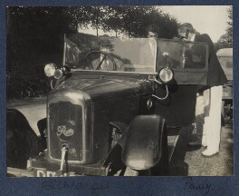 'Billy's car' (William Henry Smith, 3rd Viscount Hambleden; Hon. Robert Gathorne-Hardy; Arthur Paul Gore, 7th Earl of Arran), by Lady Ottoline Morrell, 1924 - NPG Ax141603 - © National Portrait Gallery, London