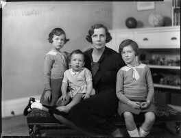Lady Munro-Lucas-Tooth with her children, by Bassano Ltd, 8 December 1933 - NPG x124415 - © National Portrait Gallery, London
