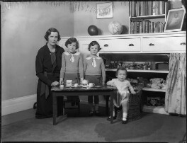 Lady Munro-Lucas-Tooth with her children, by Bassano Ltd, 8 December 1933 - NPG x124417 - © National Portrait Gallery, London