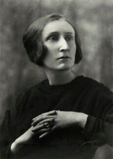 Edith Sitwell, by Elliott & Fry, 1929 - NPG x82160 - © National Portrait Gallery, London
